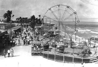 Historical photo of feris wheel