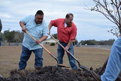 men digging